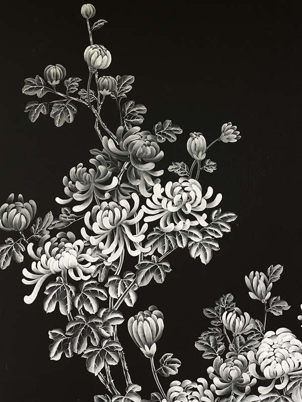 dettaglio su seta nera di fiori orientali del modello winter peach blossom