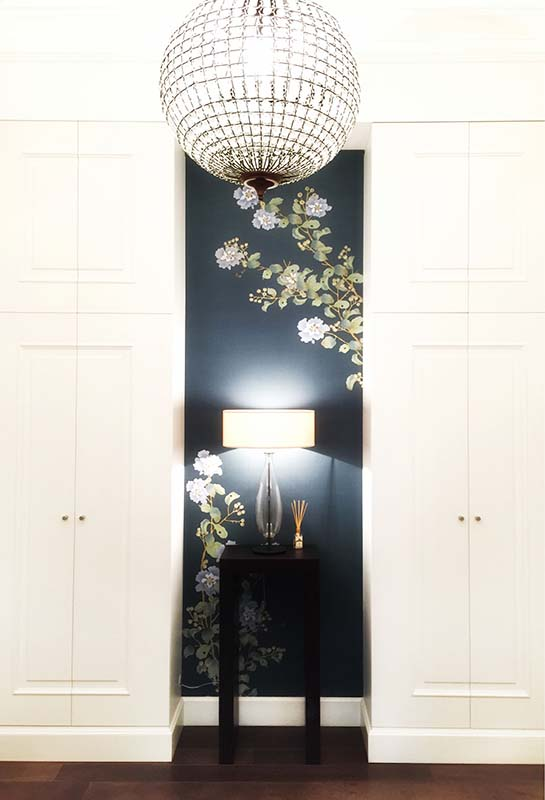 beautiful accent silk wallcoverings on living room lift up the space