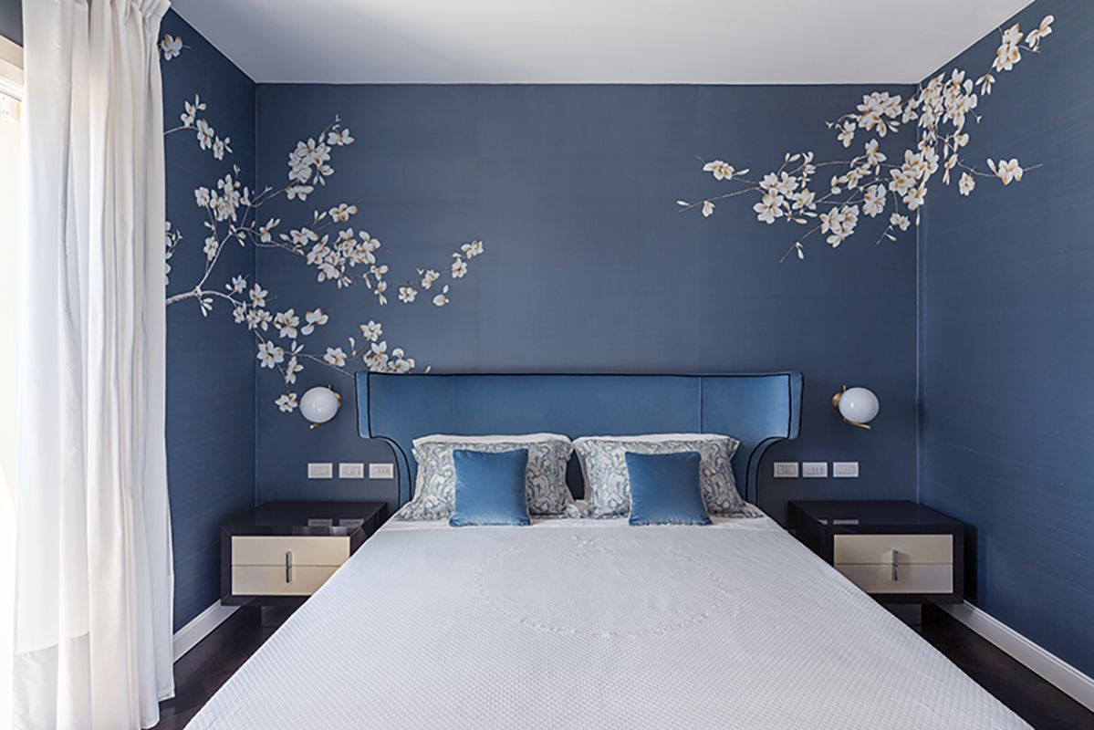 white flowers on silk wallcoverings beautifully installed at bedroom