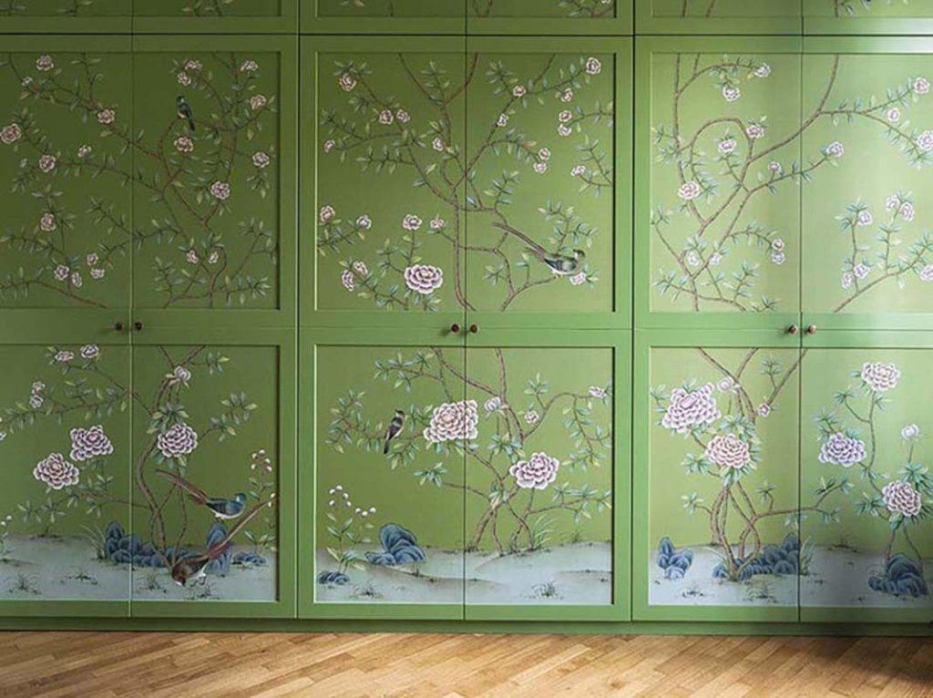 chinoiserie dipinta a mano su seta presso una casa privata