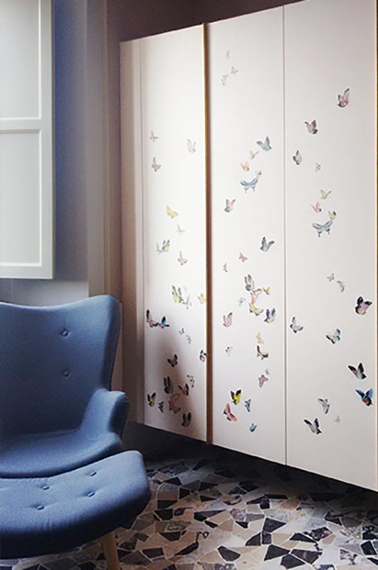 rivestimento di un armadio con disegno personalizzato butterflies con colori standard