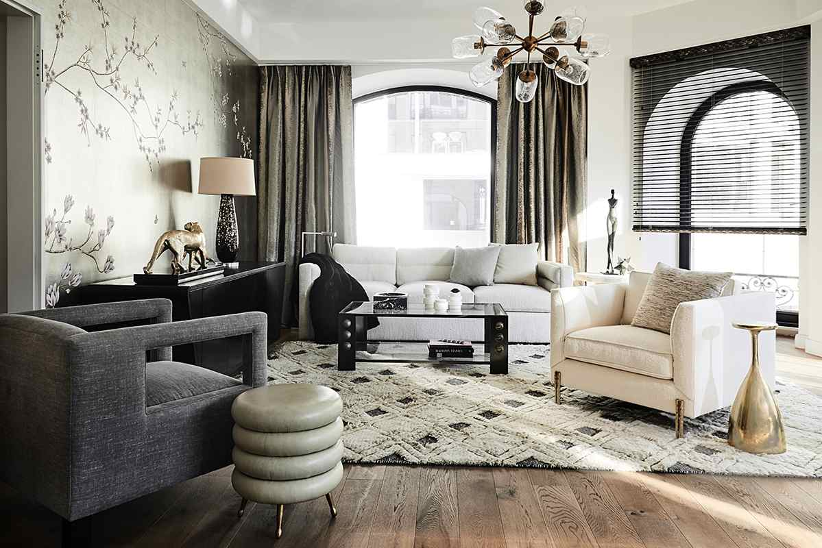 Silk wallcoverings on silver metallic for living room with oriantal design