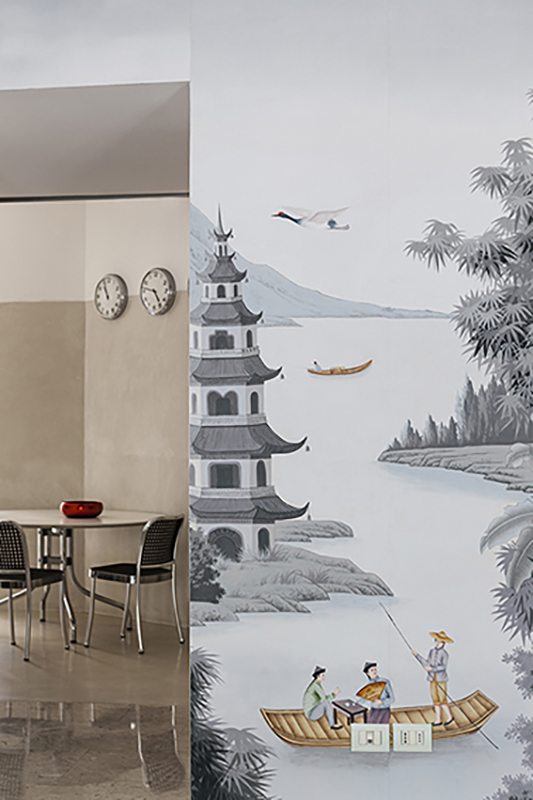 Dettaglio del disegno Silk Road in versione colore grisaille con soggetti colorati