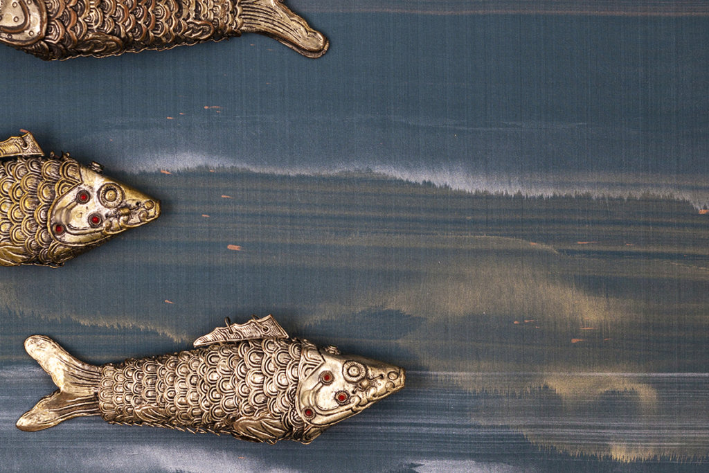 Metallic fish on wallcoverings