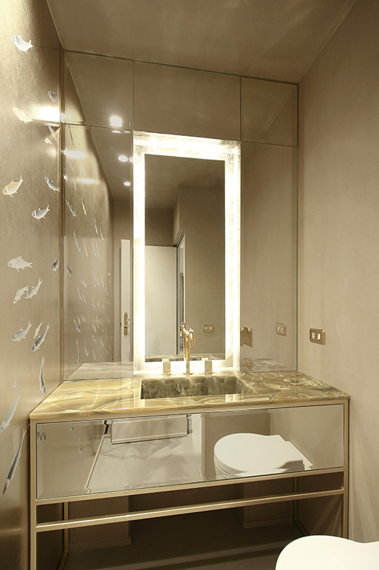 gold and mettalic wallcoverings for bathroom with japanese fish drawings