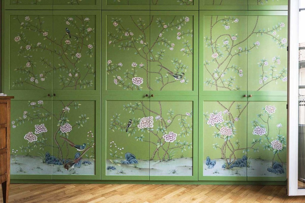 wallcoverings for wardrobe with oriental flower design on silk wallpaper