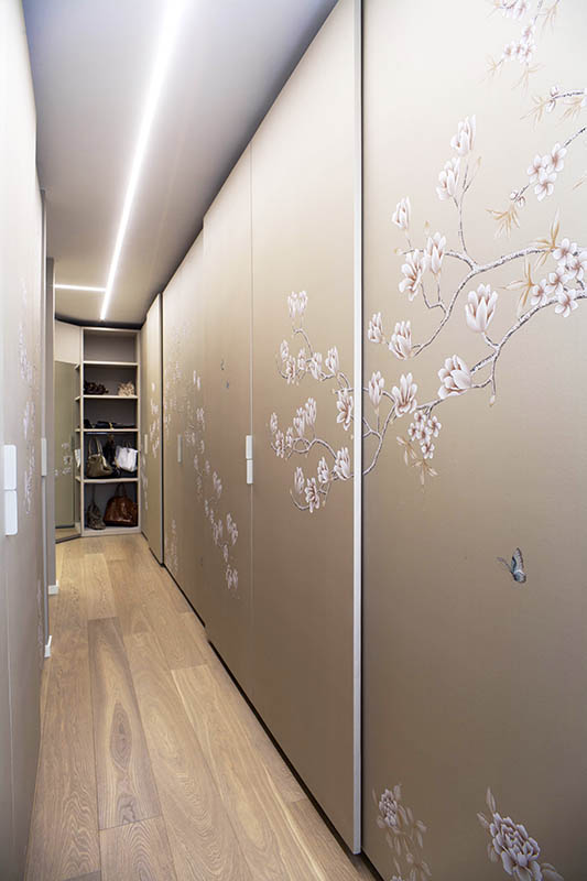 silk wallcoverings for wardrobe and closet with oriental flower design