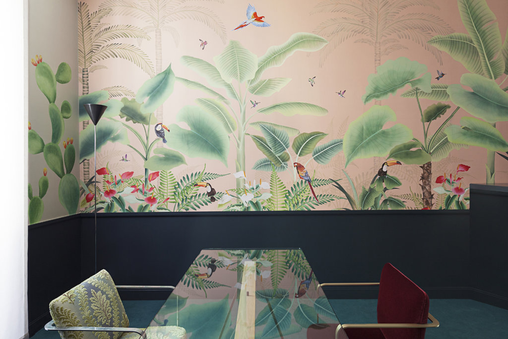 wallcoverings with tropical theme for living room and entrance