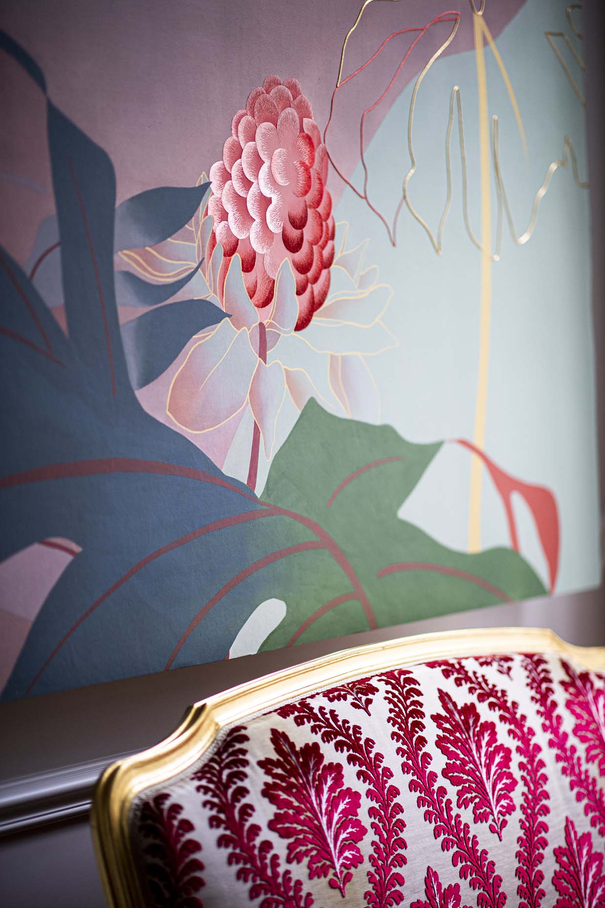 Still life picture by Anne Emmanuellethion Oasi wallpaper with hand painted and embroidery details